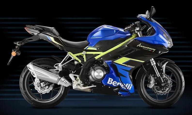 2020-Benelli-302R-Engine