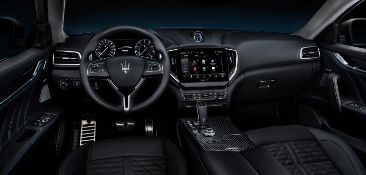 2021-maserati-ghibli-interior-dashboard