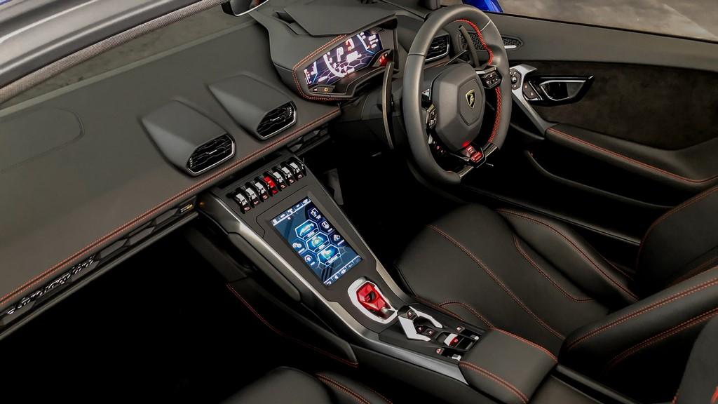 Lamborghini-Huracan-EVO-RWD-Spyder-Interior