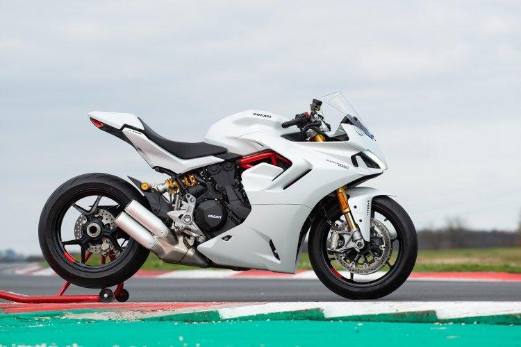 ducati-supersport-950-s-side-shot